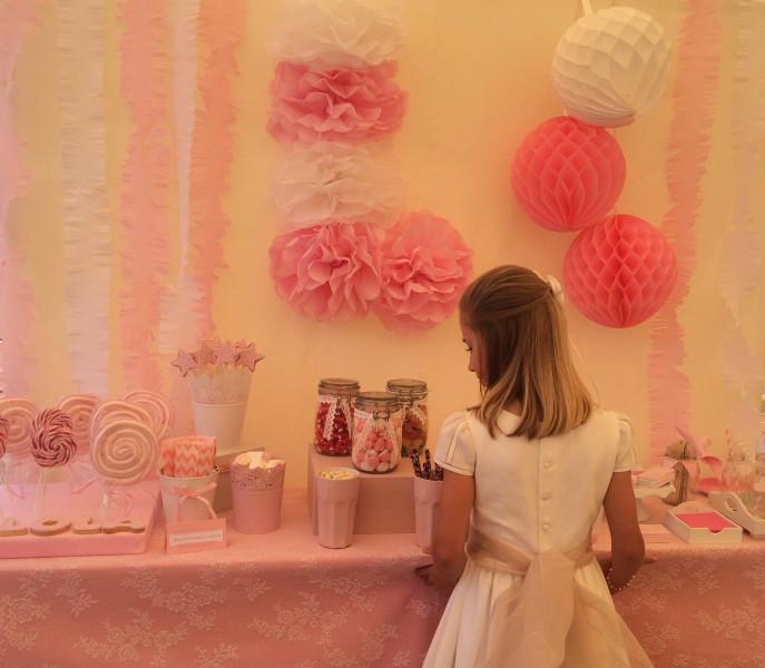 Lola y su mesa dulce en rosa