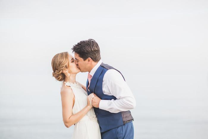 El beso boda en la playa