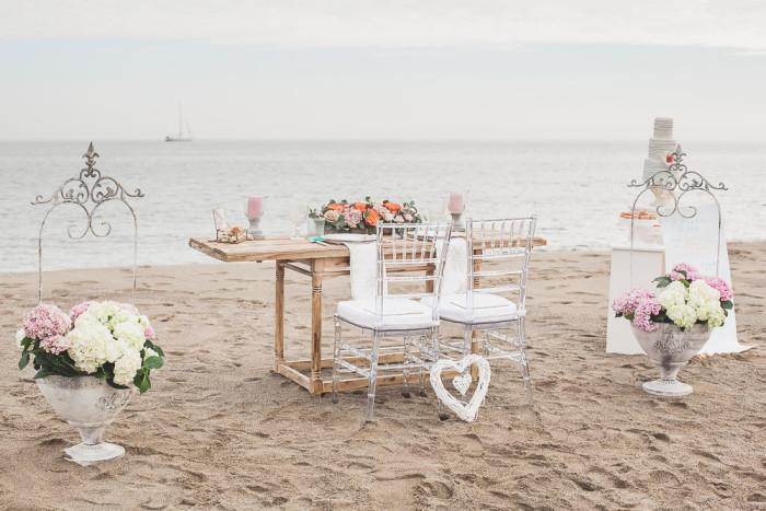 mesa novios boda en la playa